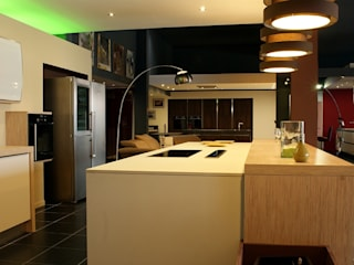 Cucina moderna di pur cuisines et interieur Moderno