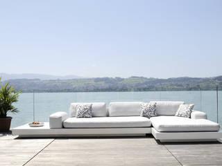 PLATFORM - die Yacht auf der Terrasse:  Balkon, Veranda & Terrasse von Rausch Classics GmbH