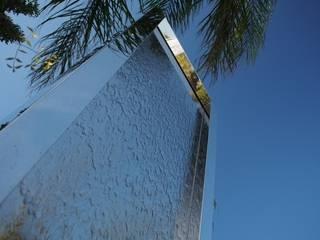 Murs d'eau en Inox poli miroir:  de style  par Jakos