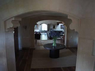 Rustic style corridor, hallway & stairs by Isa de Luca Rustic