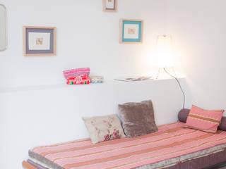Kamar tidur: Ide desain interior, inspirasi & gambar Oleh Carine Tilliette