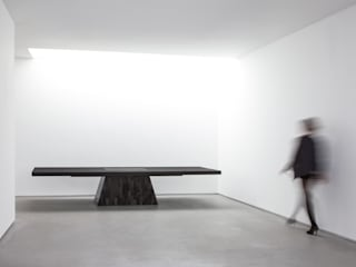 Rick Owens - Plug Table (petrified wood) de Carpenters Workshop Gallery