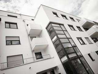 Salas de estar modernas por HOME Schlafen & Wohnen GmbH Moderno