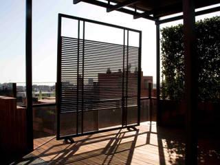 DACHTERRASSE Moderner Balkon, Veranda & Terrasse von Ecologic City Garden - Paul Marie Creation Modern