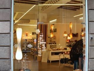 home on earth shop in Barcelona: Espacios comerciales de estilo  de home on earth