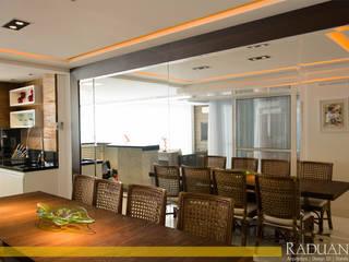 de Raduan Arquitetura e Interiores Moderno