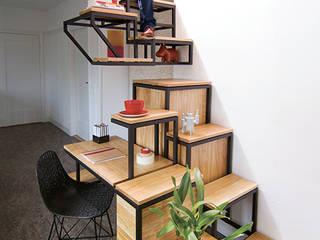 Studio Mieke Meijer Pasillos, vestíbulos y escaleras de estilo industrial
