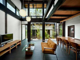 居間・食堂: 石井智子/美建設計事務所が手掛けたリビングです。,