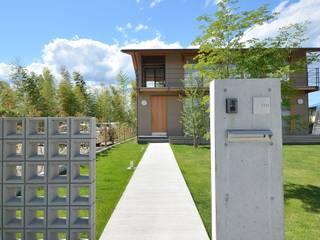 アプローチ: TEKTON | テクトン建築設計事務所が手掛けた庭です。,