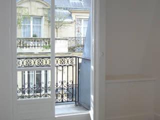 Passy, Paris XVIème: Terrasse de style  par Agence Diot-Clément