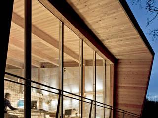tvzeb: Complessi per uffici in stile  di traverso-vighy architetti