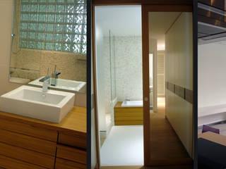 Marmottan: Salle de bains de style  par Agence Diot-Clément