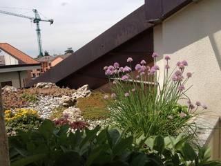 Architettura del verde Modern balcony, veranda & terrace