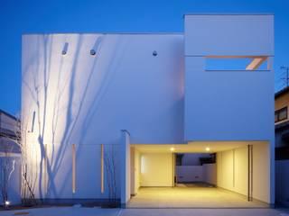 Casas de estilo  de MITSUTOSHI   OKAMOTO   ARCHITECT   OFFICE 岡本光利一級建築士事務所