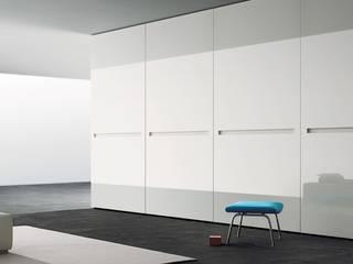 Kleiderschrank Vitro mit Glasschiebetüren:   von Wohnstation