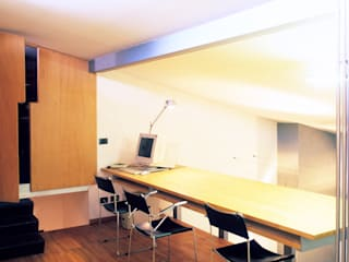 Uno spazio sospeso Studio moderno di Zanirato Studio Moderno