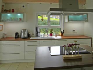 Küche mit Kochinsel:   von Domgörgen-Die Tischlerei
