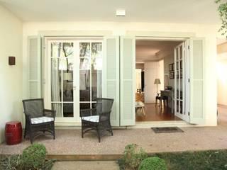 Terrasse de style  par Ornella Lenci Arquitetura, Moderne