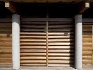 Vendemmia House: Case in stile in stile Moderno di traverso-vighy architetti