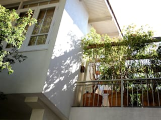 Modern balcony, veranda & terrace by Ornella Lenci Arquitetura Modern