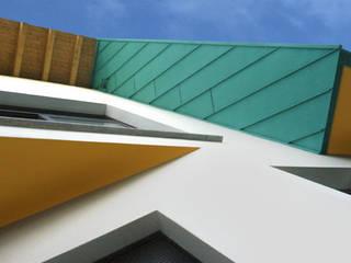 DIECI ABITAZIONI A RUGINELLO Case moderne di RoccAtelier Associati Moderno