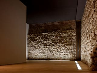 Casa Ceschi: Studio in stile in stile Moderno di traverso-vighy architetti