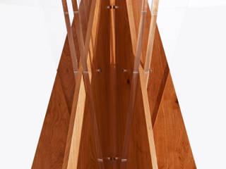 tavoli in rovere e plex di architetti Gismondi & Scarcelli Moderno