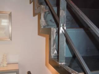 Scala in Ferro Grezzo: Case in stile in stile Moderno di ENRICO MARCHIARO _ eMsign Studio _ Architettura_Interior Design