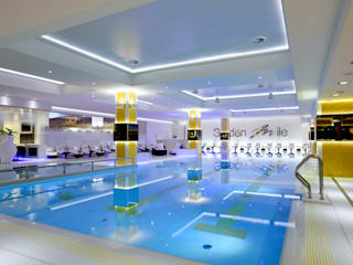 Piscina - Golden Mile SPA (Mosca): Piscina in stile  di Happy Sauna - Wellness Today