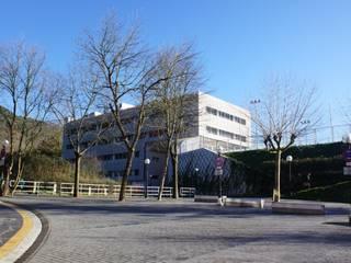 Edificio Docente en Lezo: Escuelas de estilo  de Itark Arquitectura y Urbanismo