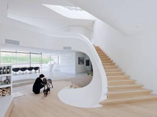 Haus am Weinberg UNStudio Minimalistischer Flur, Diele & Treppenhaus