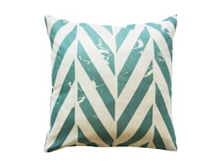 ZIGZAG printed decorative pillows by Lovely Home Idea par LOVELY HOME IDEA Moderne