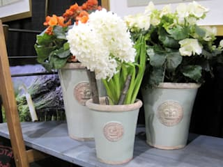 RBG KEW POTS AND PLANTERS:   by Terrace and Garden