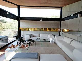 Lau House Salas de estar modernas por Serrano Monjaraz Arquitectos Moderno
