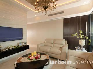 368 Thomson Condo:  Living room by urban habitat,