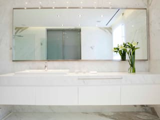 Modern bathroom by LIVE IN Modern