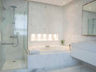 Modern style bathrooms by LIVE IN Modern