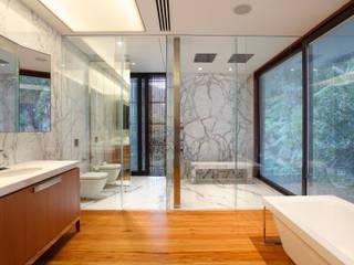 Residência Tempo: Casas  por Gisele Taranto Arquitetura