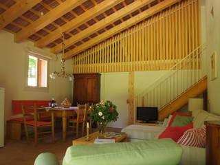 Bed & Breakfast nelle adiacenze di villa Tron Mioni:  in stile  di Alberto Garzotto Architetto