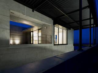 非日常スタジオ付ガレージ住宅 の ラブデザインホームズ/LOVE DESIGN HOMES オリジナル