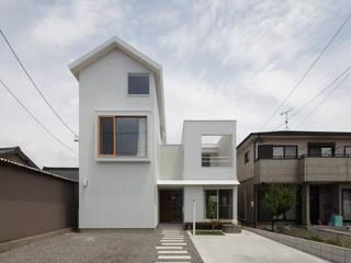 House in Gamagori: caico architect officeが手掛けたです。