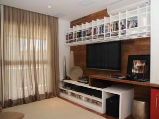 Apartamento Alto de Pinheiros (villa lobos): 450m2:   por Viviane Dinamarco Design de Interiores