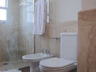 Apartamento Alto de Pinheiros (villa lobos): 450m2: Banheiro  por Viviane Dinamarco Design de Interiores ,