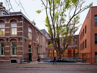 Campus The Hague Universty of Leiden por Liag Architecten en Bouwadviseurs Clássico
