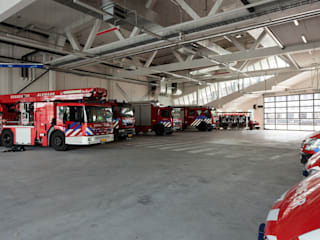 Fire Station por Liag Architecten en Bouwadviseurs Moderno