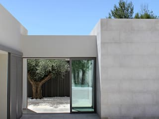 Maison à patio Hamerman Rouby Architectes Balcon, Veranda & Terrasse minimalistes