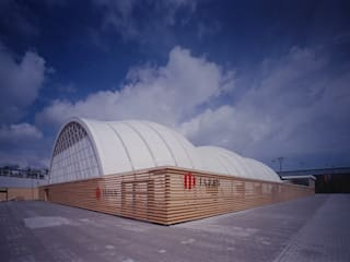 ​Japan Pavilion, Expo 2000 Hannover: 坂茂建築設計 (Shigeru Ban Architects)が手掛けたです。