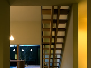 Modern Corridor, Hallway and Staircase by 有限会社TAO建築設計 Modern