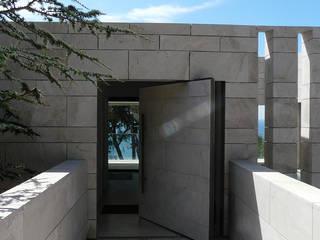 Maison sur pilotis Hamerman Rouby Architectes Couloir, entrée, escaliers