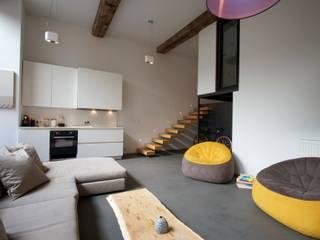 Salones modernos de New Home Agency Moderno